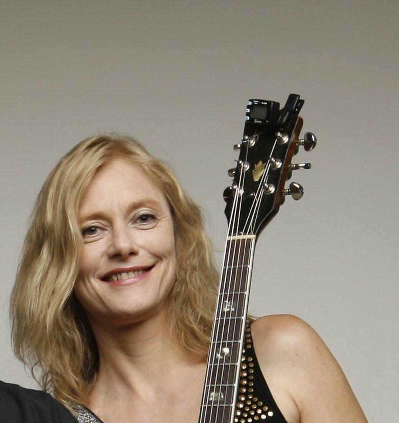 Veronika Vogel- Gitarristin und Sängerin Berlin